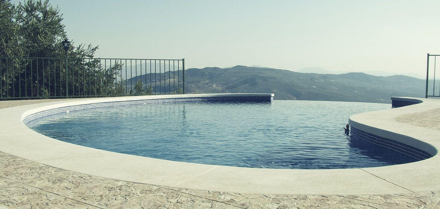 Construcci n de piscinas en hormig n en antequera y m laga for Construccion de piscinas en malaga